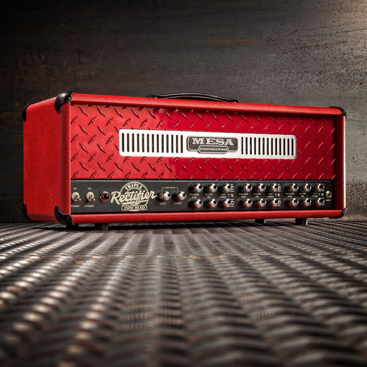 Triple Rectifier in Red Bronco with a Red Anodized Diamond Plate front panel! What's your dream/custom Recto? https://t.co/FGNRXnvr1H