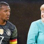 Nach Distanzierung von Gauland-Äußerung: @JB17Official bedankt sich bei Kanzlerin Merkel. https://t.co/KQ8tAavD9d https://t.co/StA3KOgIci