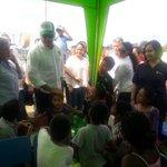 Presidente @MashiRafael recorre junto a ministra @margabga albergues de #Jama y #ElMatal https://t.co/DYwmgtsXzT