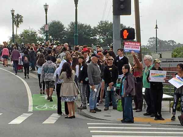 Downtown Santa Cruz feels the Bern, rally draws hundreds early https://t.co/ntjJSHDvBD https://t.co/IE6HFGHpJl