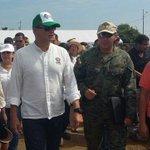 Grande nuestro Presidente @MashiRafael trabajando en territorio #Jama siempre el Pueblo su prioridad. Adelante HLVS. https://t.co/zmYEZm5NV0