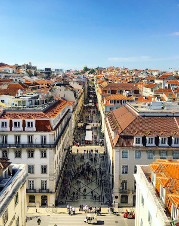 .@TravelWriteDraw shows you the art of flying business class to Lisbon on United.