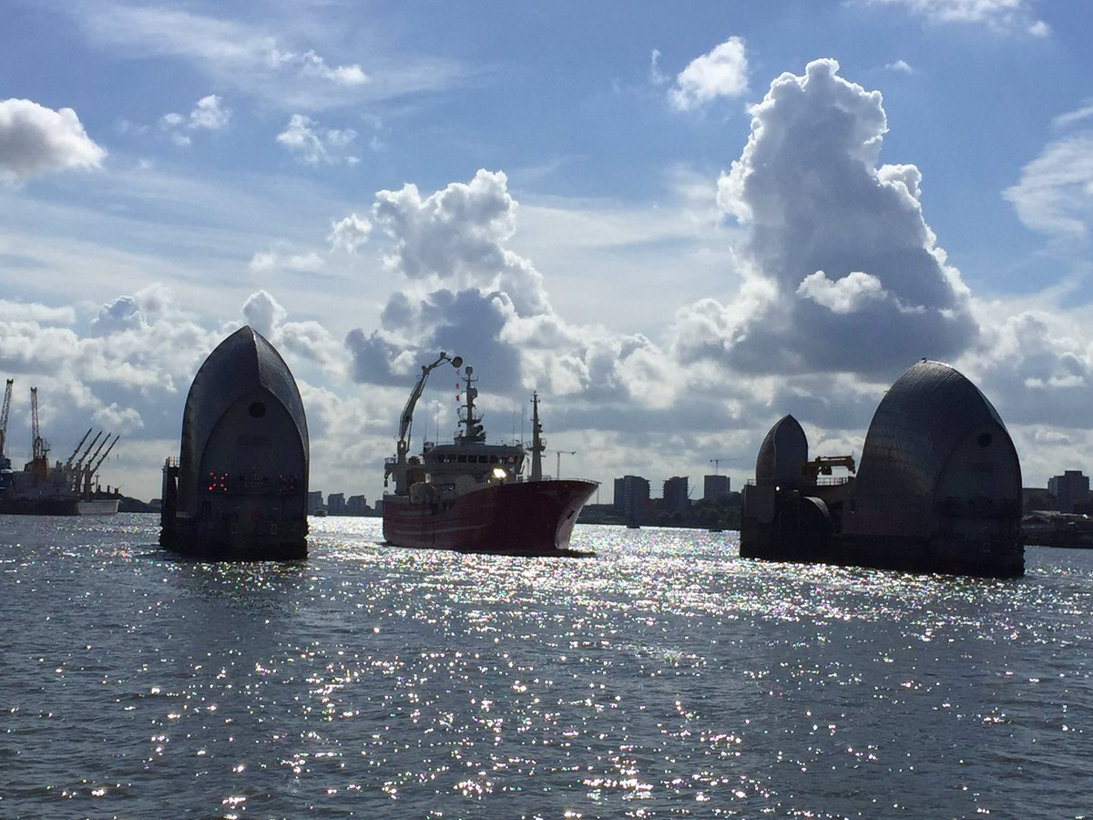 Ships sounding horns in support as @fishingforleave #Brexit #flotilla passes through #Thames Barrier #EUreferendum https://t.co/KEV8rEO1tJ