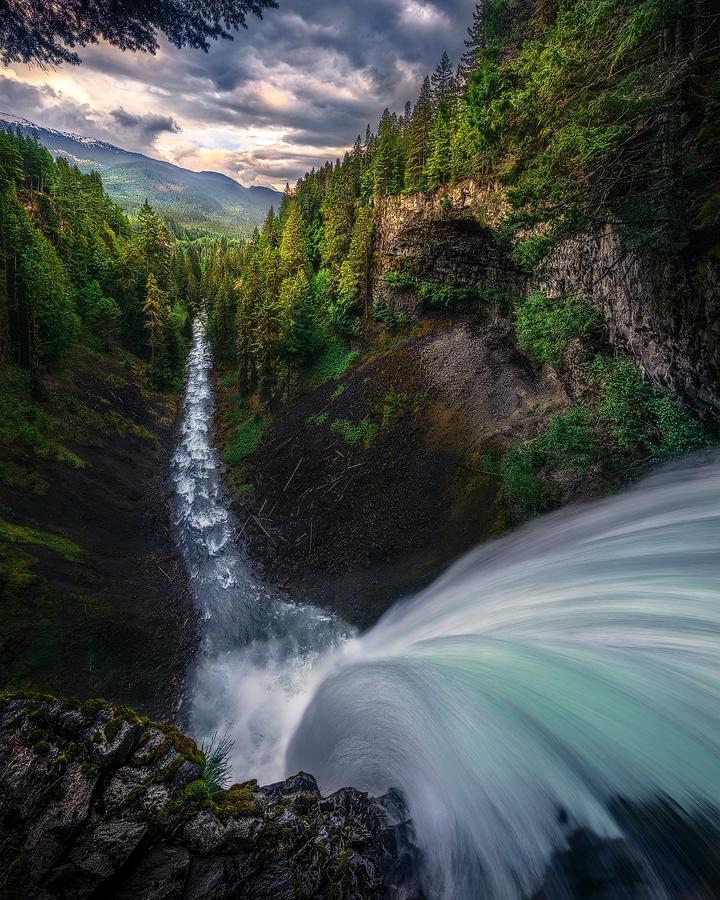 The Plunge. Brandywine Falls, Canada | Photography by ©Artur Stanisz https://t.co/kgIj5smEQ6
