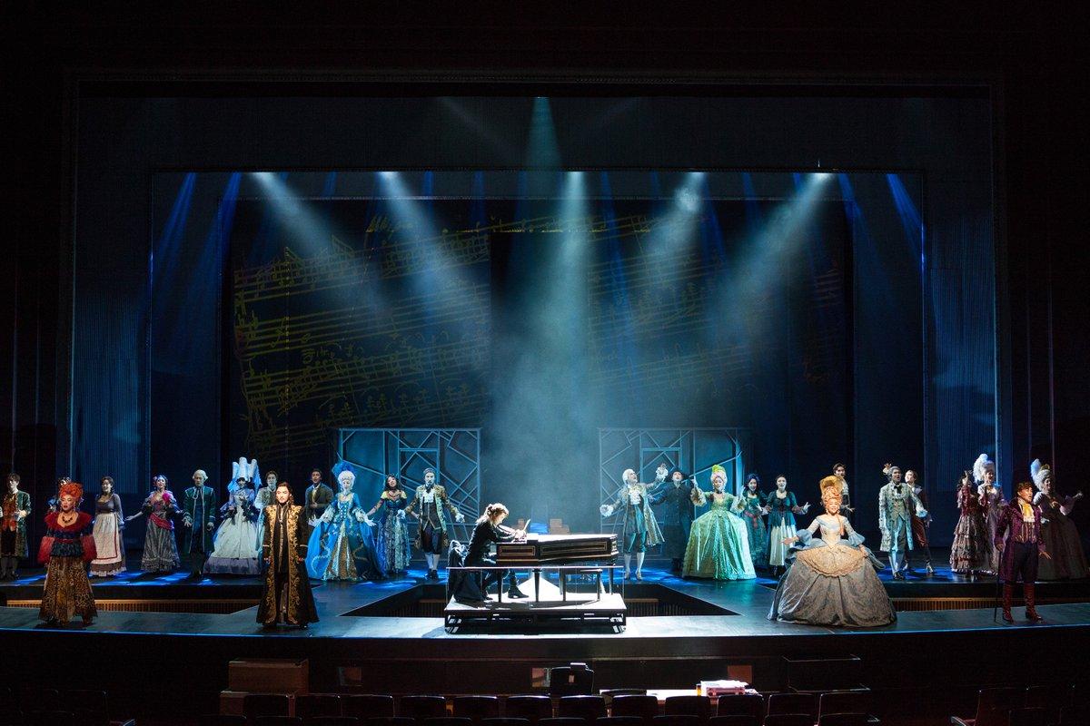 お待たせ致しました(・▽・)ノ 朝、お約束した韓国版『モーツァルト!』の舞台画像です!! 初日の写真ですよぉ(>▽<)キチョー! 当日舞台を観たアデランス広報さんは『3人のヴォルフガング全部見たかったなぁ』との事です。ヨクバリ、笑 https://t.co/MQuFRntDjr