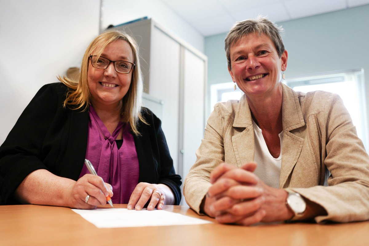 Stirling's Centre for Child Wellbeing & Protection signs collab agreement with Aberlour > https://t.co/QBwQqLpf9I https://t.co/EE44UJyZ7a
