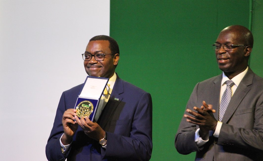 .@akin_adesina dedicates his @FARAinfo Leadership Prize to farmers. #AASW7 @AfDB_Group https://t.co/TQ9qQj50io