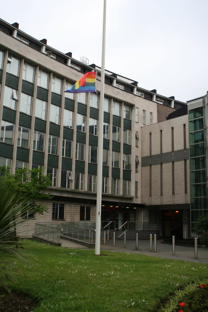 @LewishamCouncil flies rainbow flag at half-mast in solidarity with victims of the Orlando shooting & LGBT community https://t.co/MRrUf0U3cU