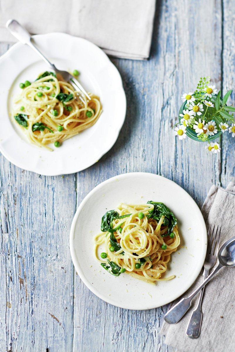 Try this #vegetarian twist on the Italian classic #carbonara: https://t.co/v44ozVcG5i #RecipeOfTheDay https://t.co/G2qLVX1VIa
