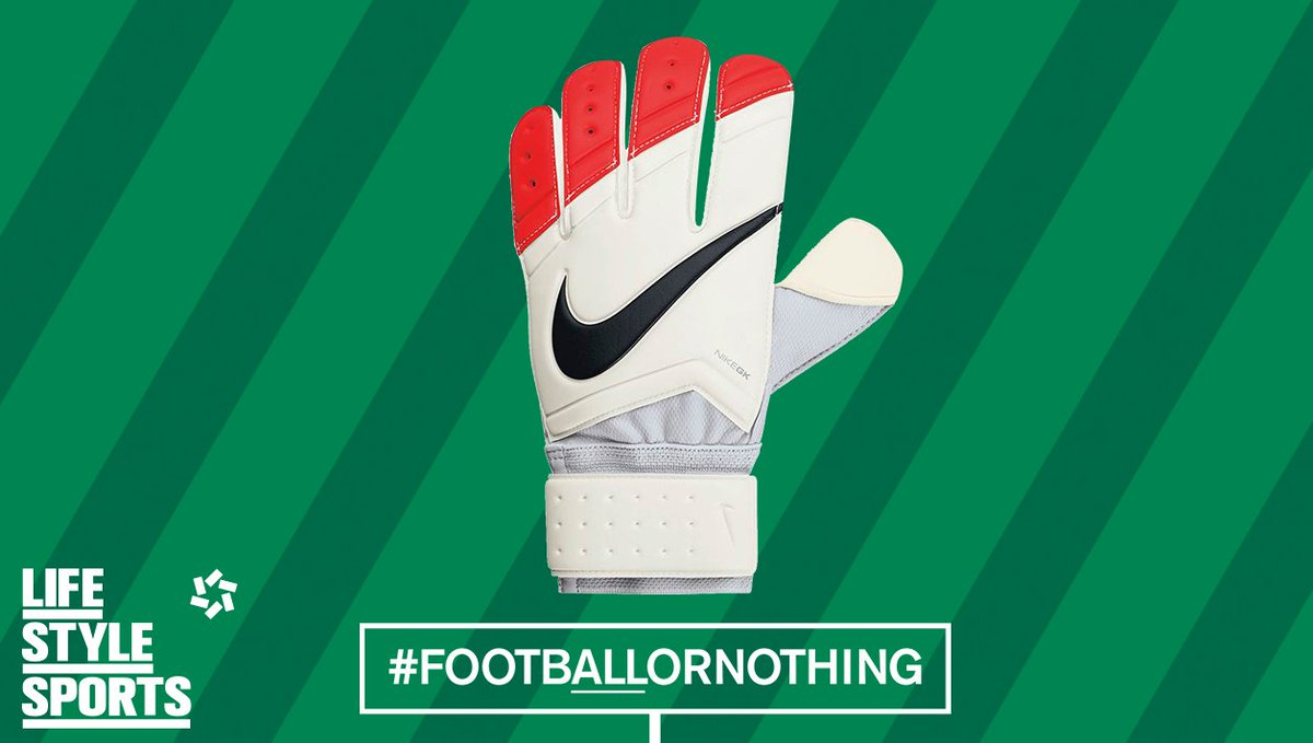 Randolph's hands are as safe as houses so far. RT for a chance to win a pair of goalies' gloves! #FootbALLorNothing https://t.co/ryP4h1neJD