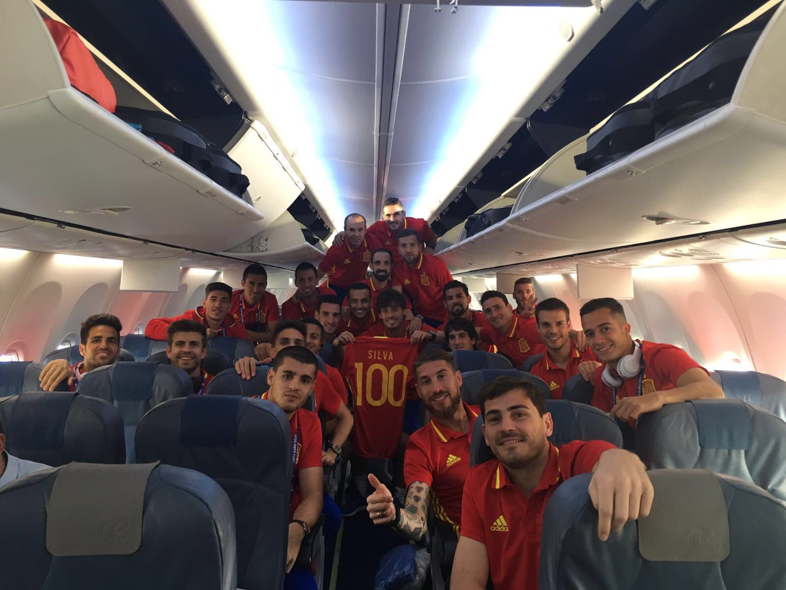 Debut in the Euro,a win and 100 caps,I don't ask for more!Thanks to everyone for the congratulations!Viva España!���� https://t.co/giAUkMOVL8