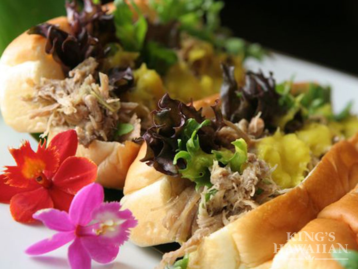 .@MomCentral Our favorite Kalua Pork Roll will give you a taste of our roots! #HFWLuau https://t.co/KiCLOrdmhR https://t.co/4NMimvswhP