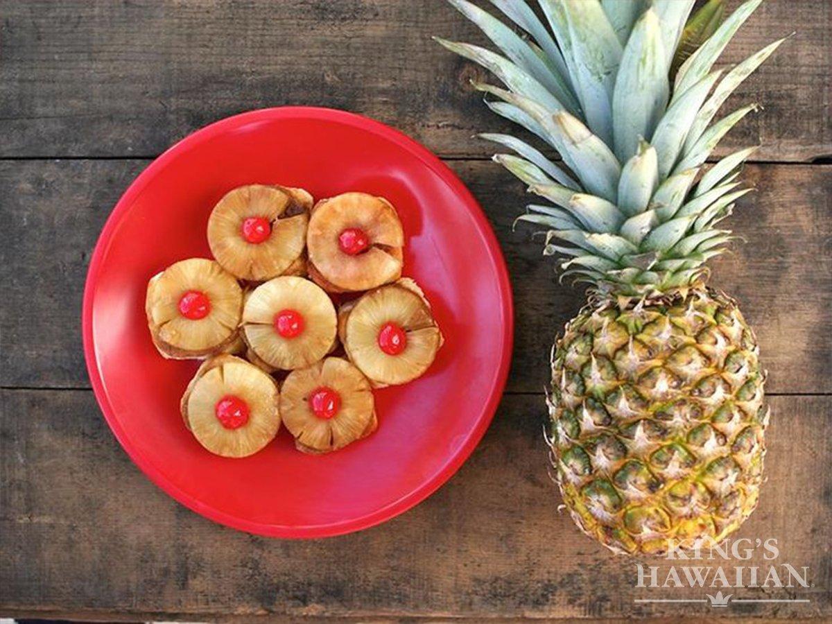 A5 @MomCentral We love hosting 'ohana and treating them to something sweet! #HFWLuau https://t.co/3qdG5LNRfh https://t.co/hQXjhqs8wk