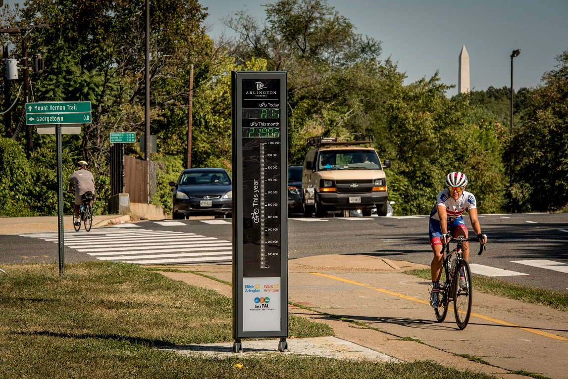 During SafeTrack, the Bikeometer has seen a 76% increase (1000+ more bikes) over last year! https://t.co/gOvrYUDzO4 https://t.co/XOXiw8xptC