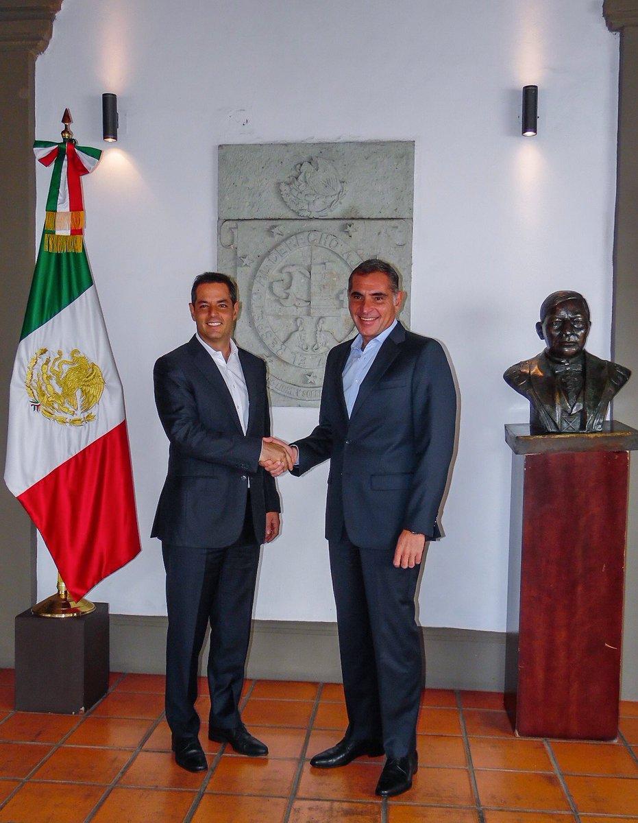En un acto de cordialidad y profundo espíritu republicano, hoy me reuní con el Gobernador Electo @AlejandroMurat. https://t.co/kcVXcm5Nl3