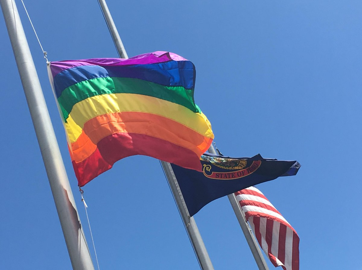 Our hearts go out to the families and loved ones of yesterday's victims in Orlando. https://t.co/jvXdqFgCb2