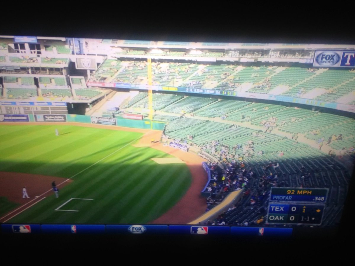 Another look at the stadium hosting a baseball game 300 feet from an NBA Finals game. https://t.co/WXwOSUD6iW