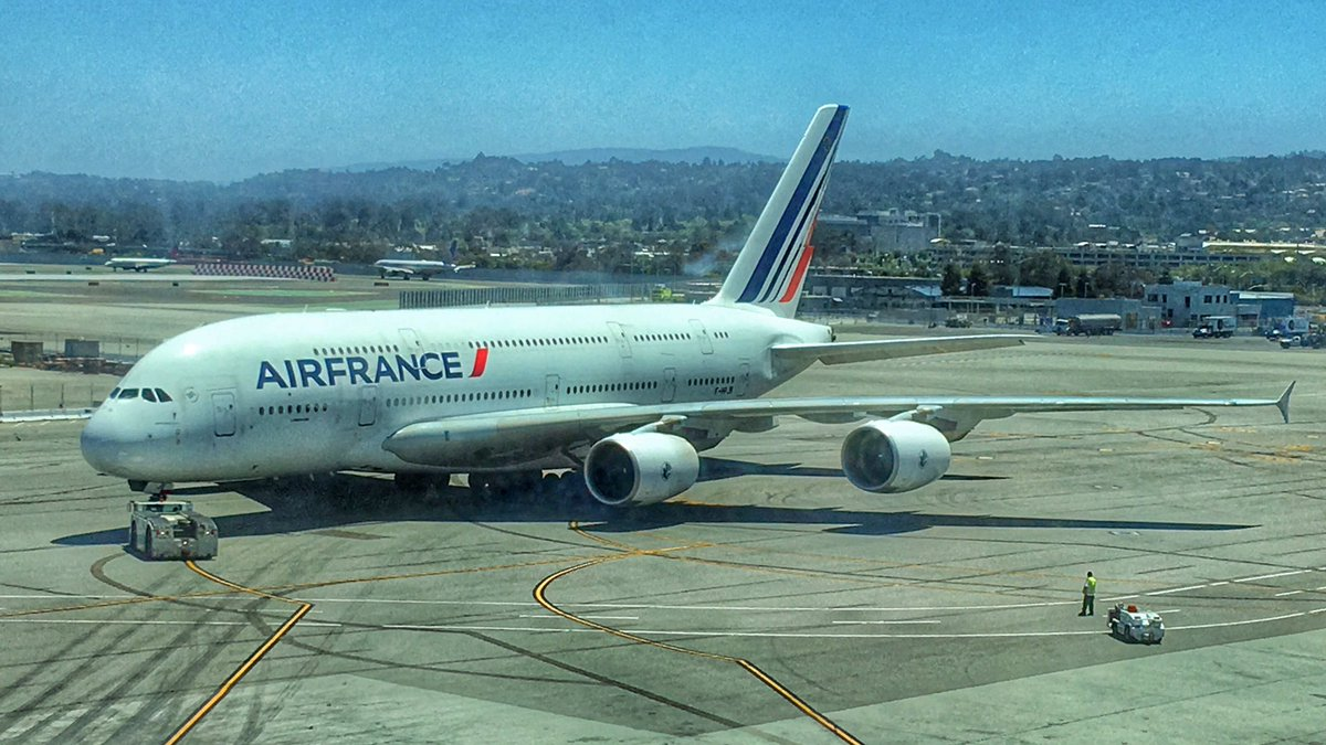 RT @24k: What it's like to ✈️ fly in @AirFrance's A380-800 Biz Class SFO - Paris ad RT @24kMedia
