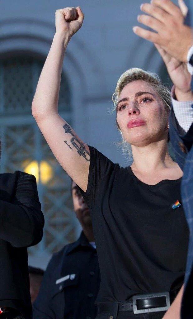 Lady Gaga giving a speech for the Orlando shooting victims https://t.co/jI22xdJVKL