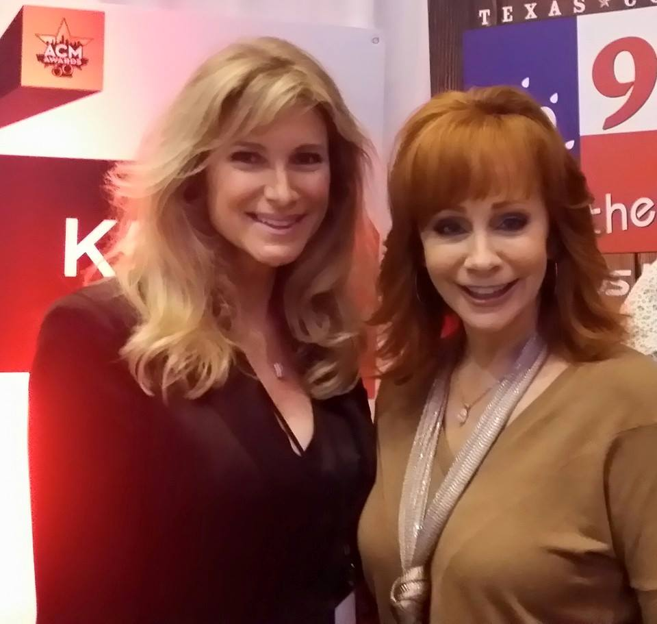 @WolfLisaTaylor pretty impressed w @reba's ability 2 turn that frown upside down https://t.co/XnjA8Z96rq https://t.co/ZN7jvoChPM