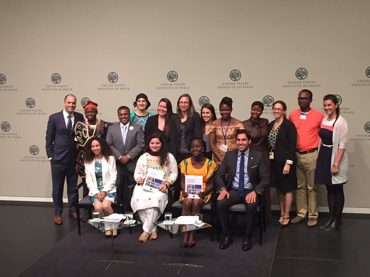 What an amazing group of peacebuilders @USIP! #youth4peace #UNSCR2250 https://t.co/AQEUsD1x0A