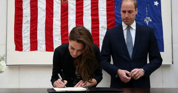 Kate Middleton and Prince William pay tribute to the victims of the Orlando shooting: