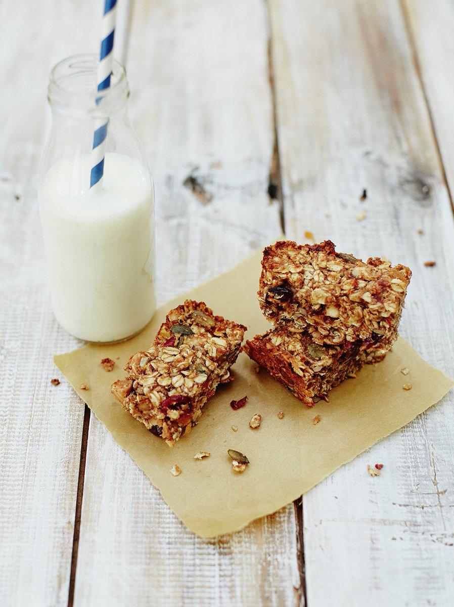 Treat Dad to some Sunday baking this #FathersDay! Oaty, nutty granola bars: https://t.co/rxSjiwG4Ra #RecipeOfTheDay https://t.co/nbvIjOKsyV