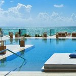 Check out these top ten #Miami Hotels! @1HotelSB @TheSetai   https://t.co/d68k0SHBvz https://t.co/FuUMPxqUEN