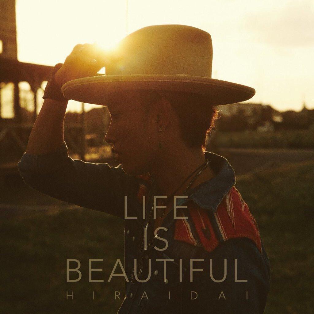 幸せのために求めるのか?  求めることが幸せなのか?  誰かの幸せの為に。  その想いに名前を付けるならきっと愛になる。  愛とはつまり人間が生きていく理由。  ニューアルバム『Life is Beautiful』リリース。 https://t.co/rfHe9F4do2