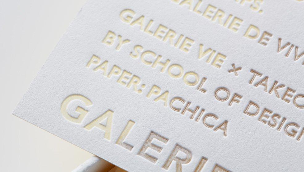 「パチカ」加熱型押しされた部分が透明化するファインペーパー。白紙部分と透明化部分の差異が新たな立体感を創り出す素材です。https://t.co/ZOg5rlyHgJ https://t.co/L6Z0YfGcw0