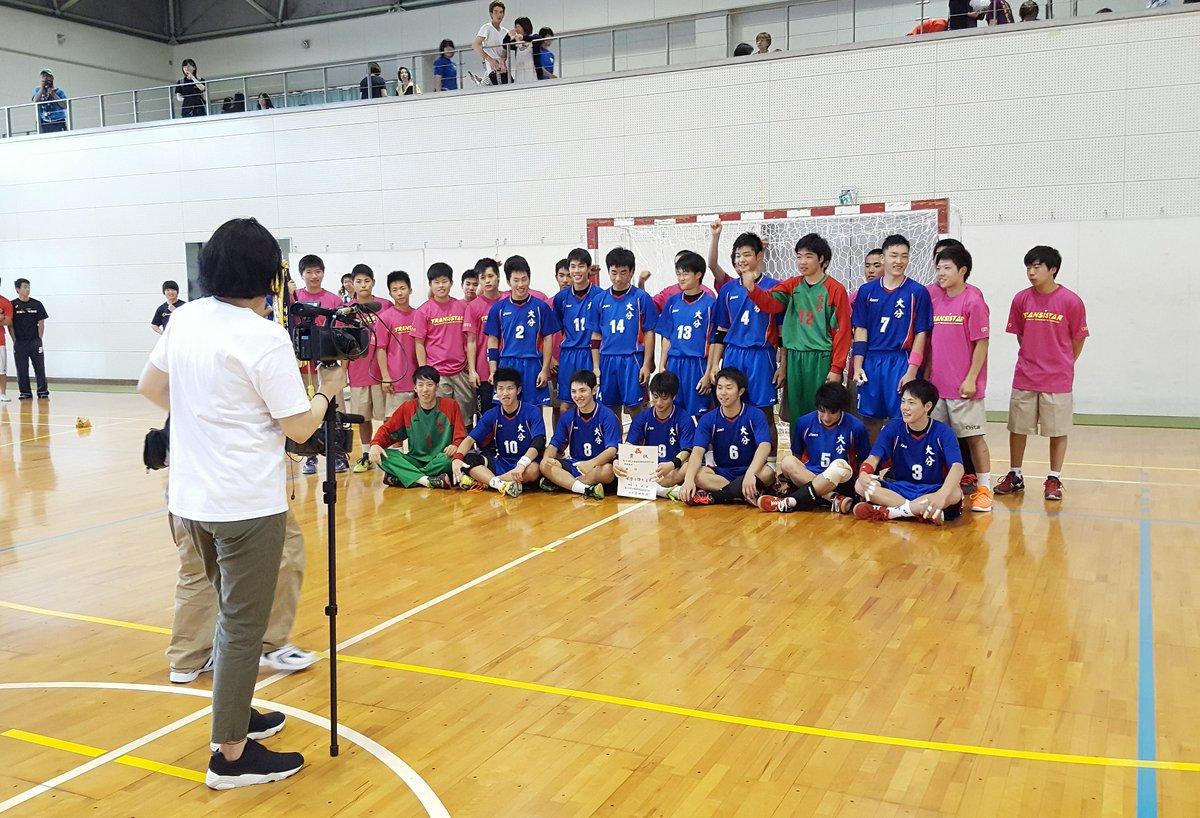 さっきダーツの旅の番宣を見たのでついでに…日本テレビ系の番組「1億人の大質問!?笑ってコラえて!」で大分高校男子ハンドボール部が再び取り上げられます。放送は7/6(水)19時のようです。先日の県大会決勝でもカメラが入っておりました。 https://t.co/8n5feQVcea