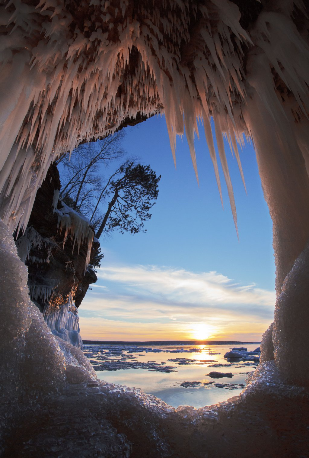 The ice caves at Apostle Islands, Wisconsin | Photography by ©Michael DeWitt https://t.co/oeWivZkNCZ