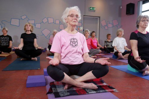 Wow! MT @suresafealarmuk: This 100 year old #yogi tried her first class at 67 and is now a #yoga inspiration! https://t.co/eiLNXneaM3
