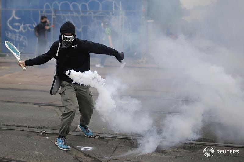 On the stunning forehand from the #Paris #labor uprising https://t.co/rRNRDBGe8X @ReutersParisPix #tennis #spectacle https://t.co/vC2neYgw31