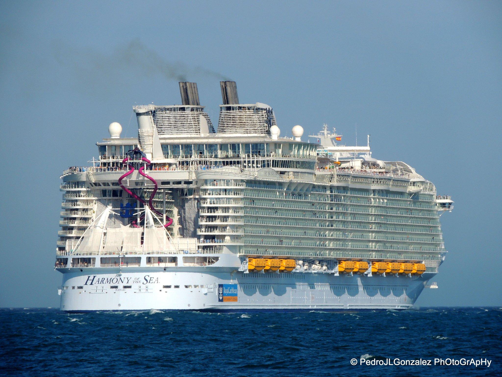 #RoyalCaribbean @DiarioSUR La escala de hoy en #Malaga del crucero #HarmonyoftheSeas. Impresionante. https://t.co/7vKgwWitXr
