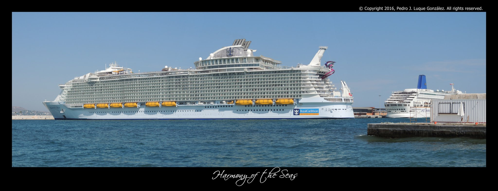 #RoyalCaribbean @DiarioSUR @opiniondemalaga  . El #HarmonyoftheSeas en la terminal de cruceros de #Malaga. https://t.co/LVytV6f75G