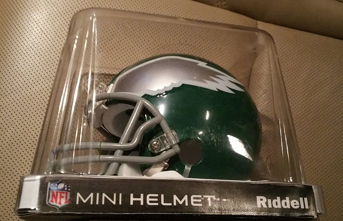 Win Eagles helmet signed by @DickVermeil Jaws & Joe Pisarcik. RT & Follow @NFLAlumni to enter. Winner selected 6/13 https://t.co/HmuXeAcOHa