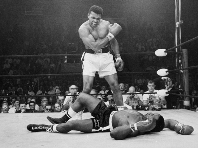 Sports world reacts to Muhammad Ali's death https://t.co/MG9opDvHf9 https://t.co/NvVHsKz8EY