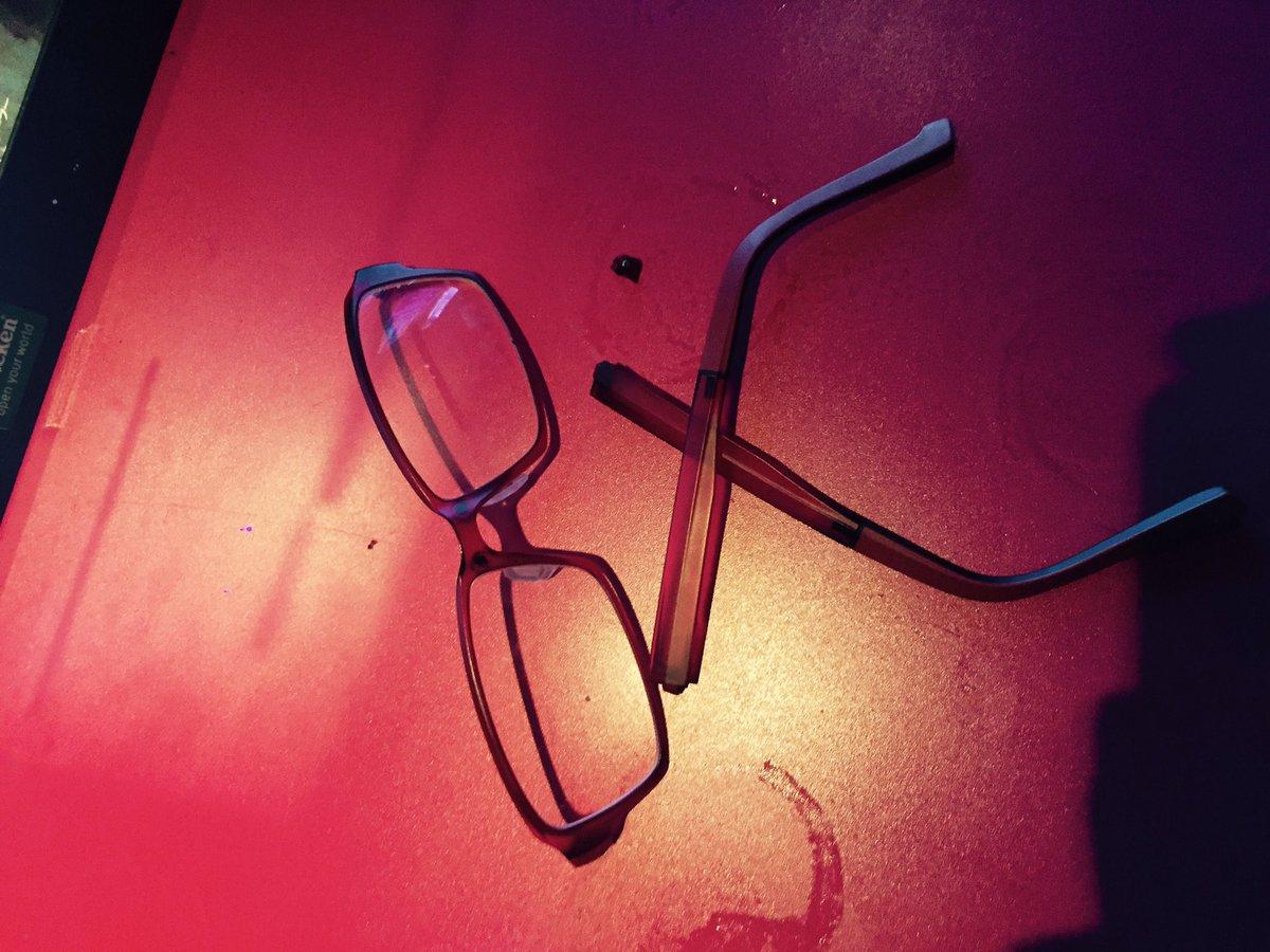 リレクトはぼくのメガネを破壊しました。 #defdis https://t.co/0cwrmzYr3C