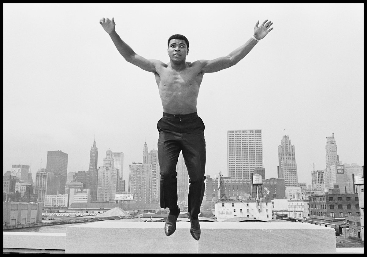 In Memoriam: boxing legend Muhammad Ali has died at age 74. ©ThomasHoepker/#MagnumPhotos https://t.co/is0AXglhz9
