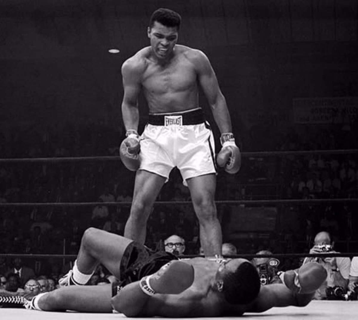 RIP Muhammad Ali boxing has lost a legend https://t.co/jR1WB8W4tH