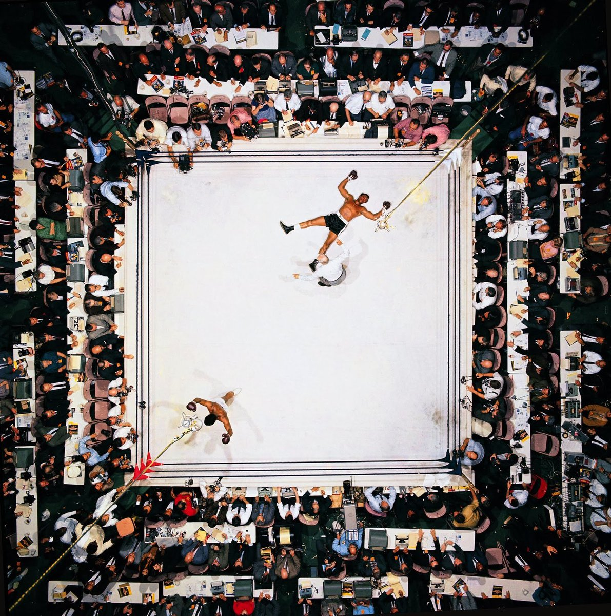 Still think this Neil Leifer pic of Ali knocking out Cleveland Williams is the greatest pic in sports history. RIP. https://t.co/BJDOxCKryX