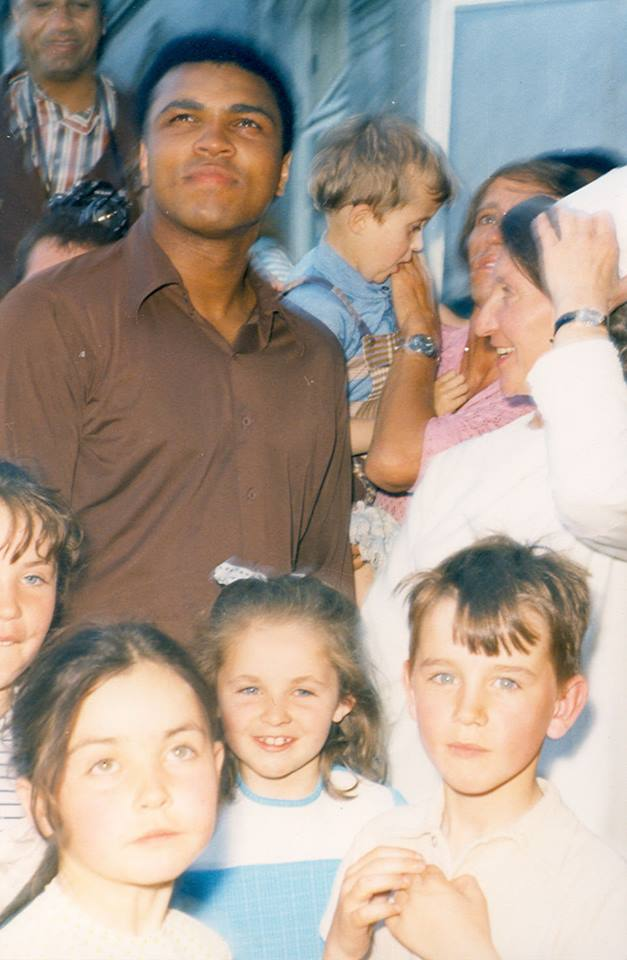 When I was 6 I got to see Ali when he came to where I'm from, Palmerstown. This photo was taken by a man on our road https://t.co/OSTTGSw1v3