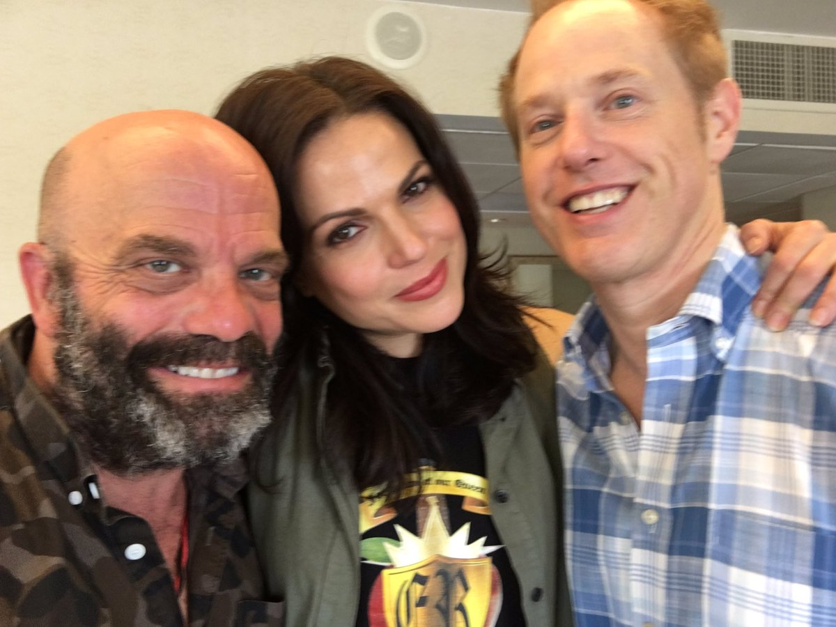 Nothing beats our #once family!! Spread the love!!! #OUATNJ @LanaParrilla @RaphaelSbarge @CreationEnt Come on down!! https://t.co/jfLsWWzfrz