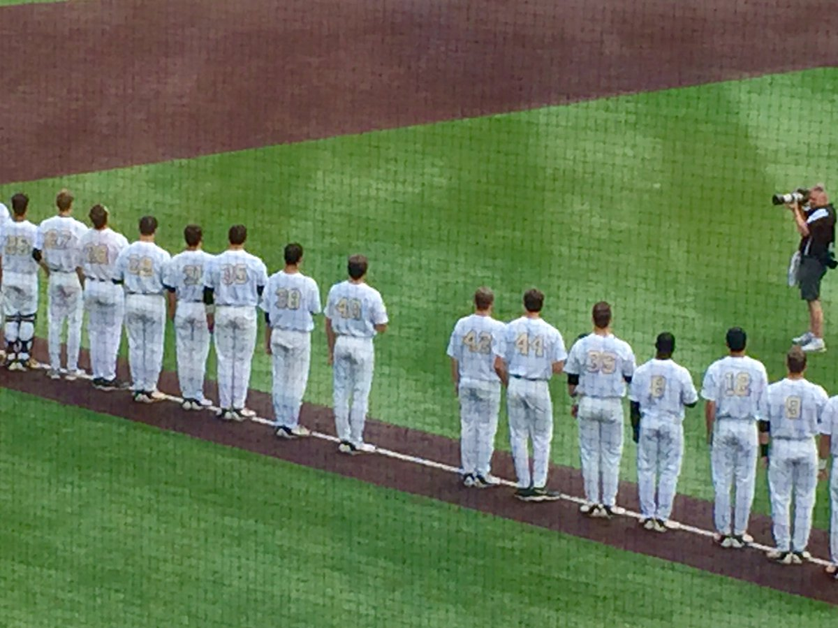 During today's national anthem, Vanderbilt leaves a space open to honor teammate Donny Everett. (via @AdamSparks) https://t.co/mArU79MwH2
