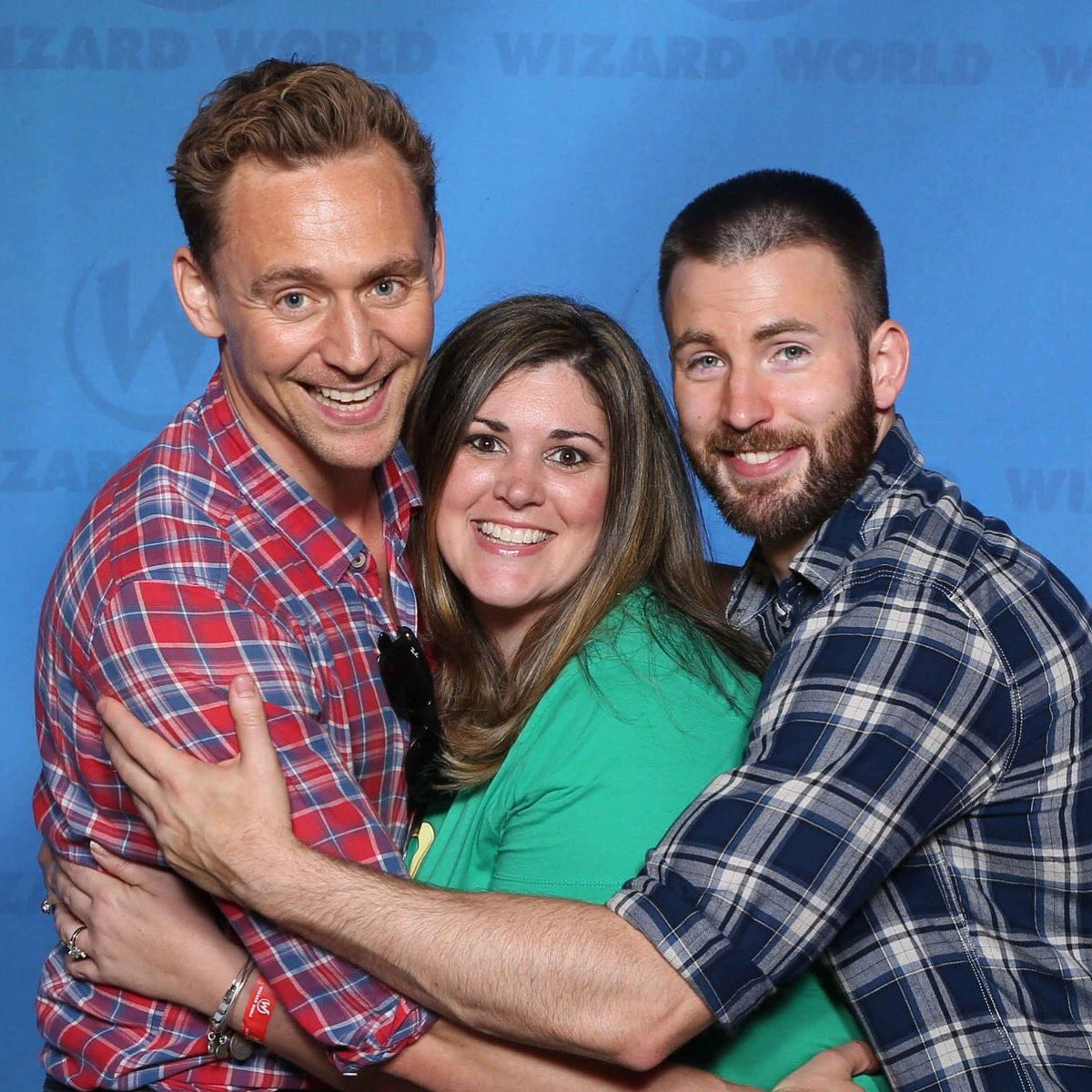 These guys were well worth the extra wait! Thanks for an awesome day @WizardWorld @twhiddleston @ChrisEvans https://t.co/7BpmZCIRtd