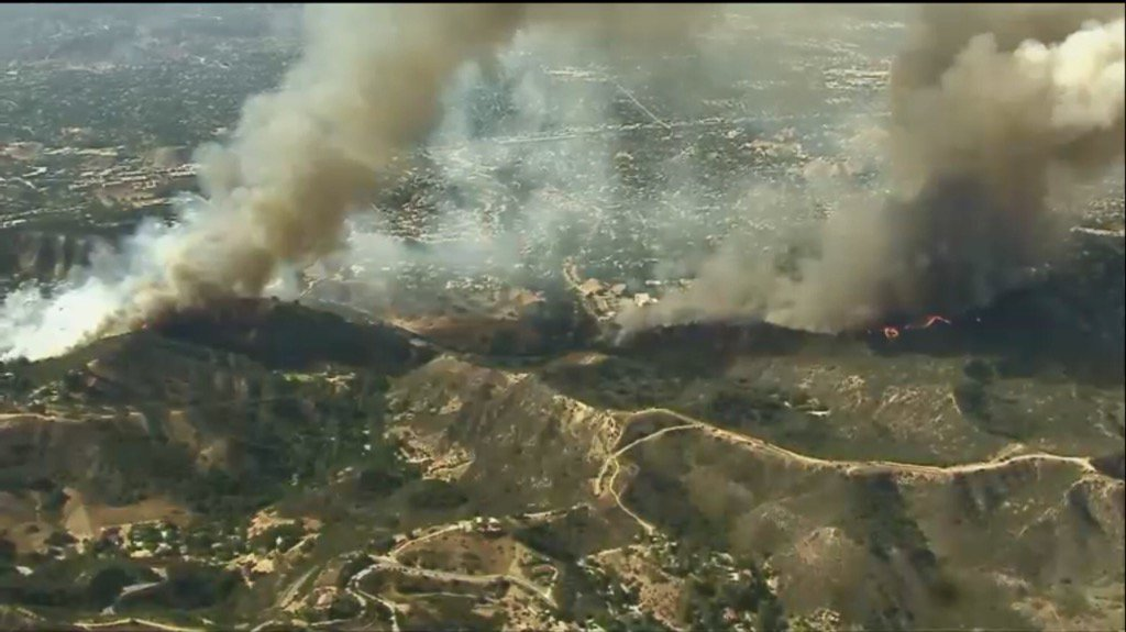 Calabasas two separate fires working a few miles apart. @FOXLA https://t.co/f1FVYOkjy3