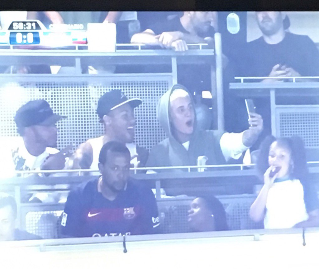 lol Justin Bieber and Neymar casually taking selfies https://t.co/8pqGrTXTMw