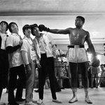 Namaskar.Ek taraf duniya ka mashhoor boxer Muhammed Ali Aur dusri taraf Sangeet ke char rajkumar Beatles. https://t.co/eZknEIUqtm