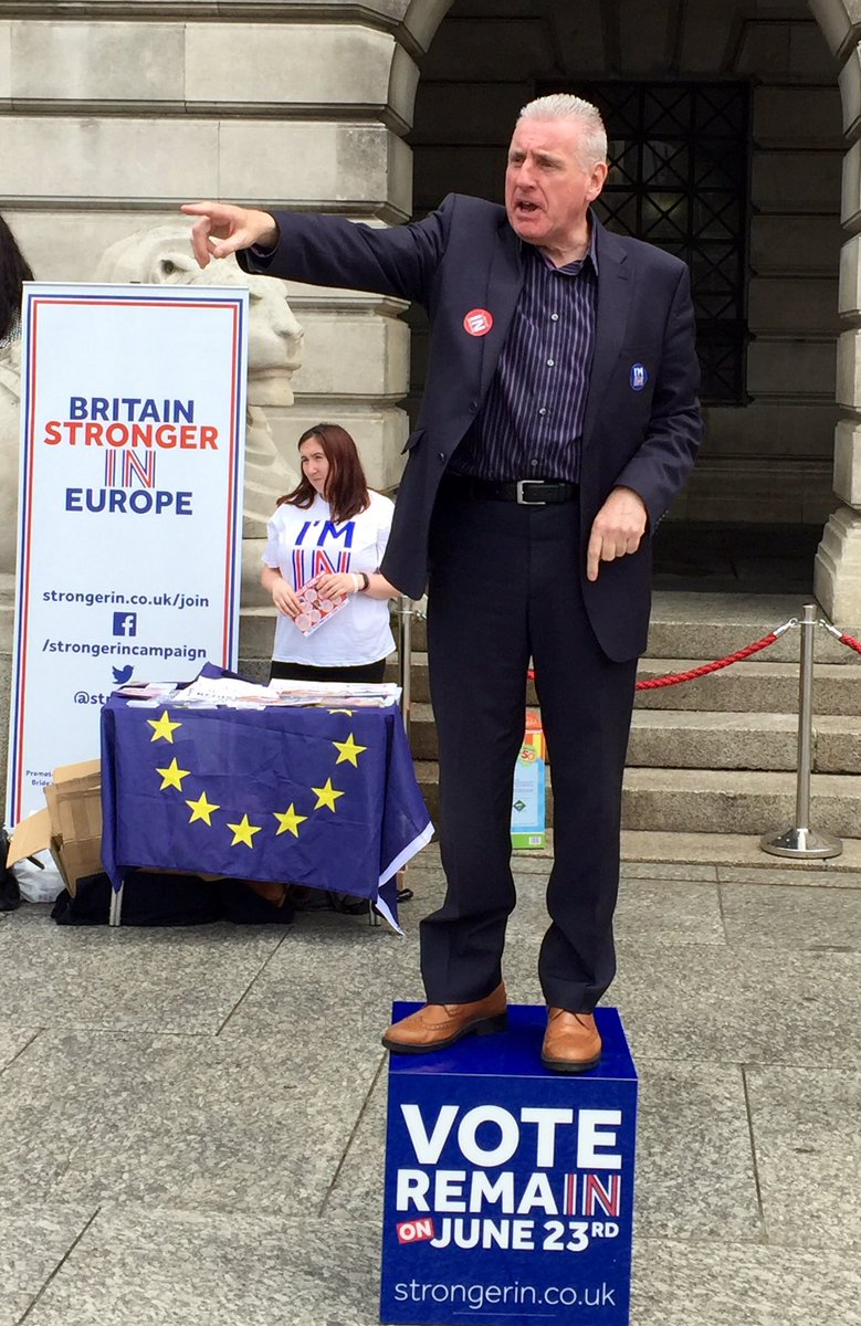 Outers don't own patriotism You can love your country & choose to be in EU with countries cooperating #StrongerIn https://t.co/klPBTwtJ1W